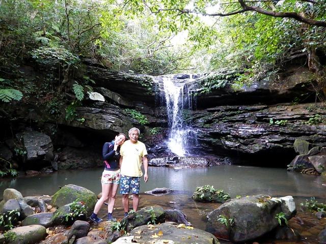 クーラの滝 滝壺で記念撮影
